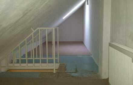 Wunderschöne 1-Raumwohnung mit Dachboden.Besichtigungen unter TEL.0152/3439076