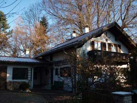 Charme der 50er und 70er Jahre: Einfamilienhaus auf großem Grundstück, Obj. T/0340
