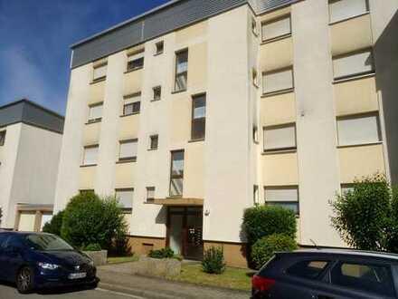 Günstige 3-Zimmer-Wohnung mit Balkon und EBK in Kaiserslautern (Kreis)