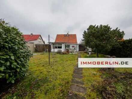 IMMOBERLIN: Solides Haus mit Südgarten in sehr wohnlicher Lage