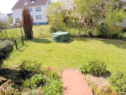 Oberursel: Erdgeschoss mit Garten und Terrasse in 2-Familienhaus