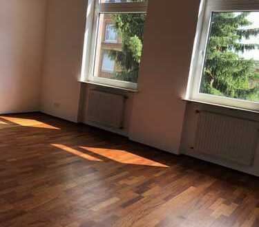 ***Großzügige Maisonette-Wohnung im historischen Backsteingebäude mit altem Baumbestand.
