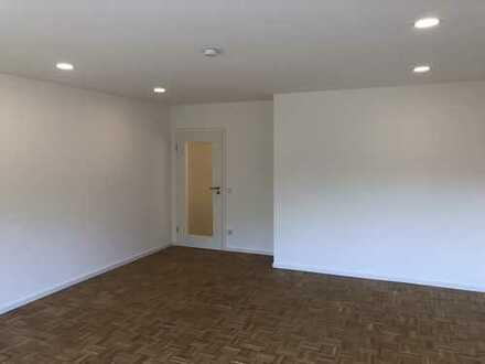 Schöne, neu renovierte, geräumige vier Zimmer Wohnung in Aschaffenburg (Kreis), Hösbach