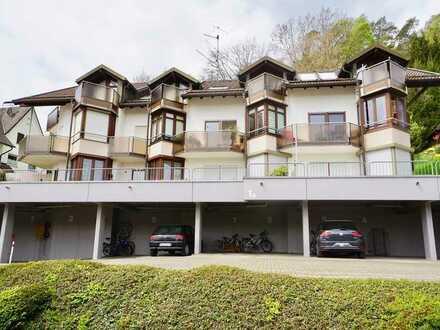 VERKAUFT: Vermietete Zwei-Zimmer-Wohnung in ruhiger Aussichtslage mit Seesicht, Balkon und Carport