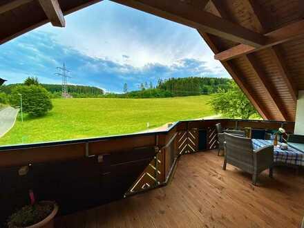 Neuwertige DG-Wohnung mit drei Zimmern sowie Balkon und EBK in Dautmergen