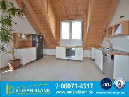 Für Wochenendheimfahrer: Vollmöblierte Dachgeschoss-Wohnung mit XXL-Terrasse
