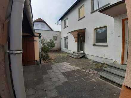 Schöne, geräumige drei Zimmer Wohnung mit EBK, Terasse und Keller in Bad Vilbel