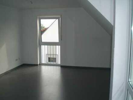 Wunderschöne 2-Zimmer-DG-Wohnung mit Balkon+EBK - ideal als Kapitalanlage oder zur Eigennutzung!