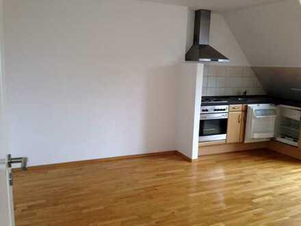 Gemütliche kleine Wohnung unterm Dach - gegenüber U-Bahn Wandsb. Chaussee