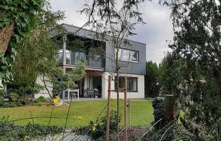 Helle exklusive 5-Zimmer-Wohnung mit überdachtem Balkon in Nürnberg-Thon