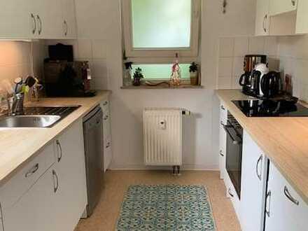Gepflegte Wohnung mit vier Zimmern sowie Balkon und EBK in Leonberg-Höfingen