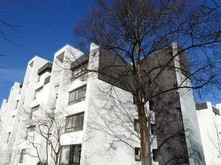 Komplettrenovierung: gut geschnittene helle 3 Zimmer Whg. mit Essdiele und Süd/Westbalkon
