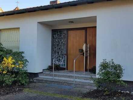 Großzügiger Bungalow mit Wintergarten, Terrasse, Garten u Doppelgarage in toller Lage in Heusenstamm
