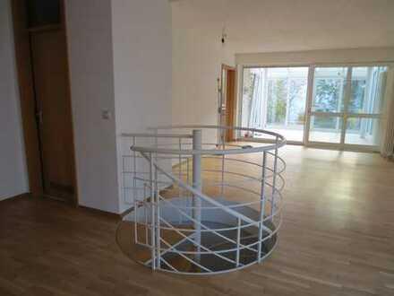 Neuwertige 3-Zim Maisonette-Wohnung + Wintergarten +EBK, Ke, TG, Terasse+Garten