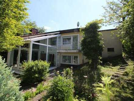 Freistehendes 1-Familienhaus mit Garage und großem Garten