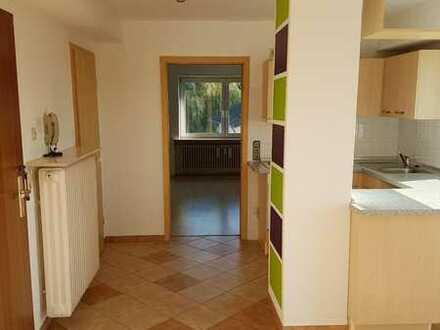 Sonnige, modernisierte 2-Zimmer-DG-Wohnung mit Sonnenterasse und EBK in Rosenberg nähe Autobahn