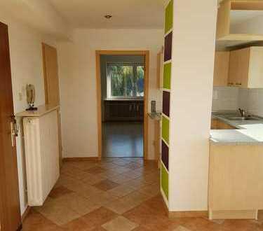 Kuschlige, Sonnige, modernisierte 2-Zimmer-DG-Wohnung mit Sonnenterasse und EBK in Rosenberg