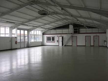 Helle gepflegte Gewerbehalle mit Büro