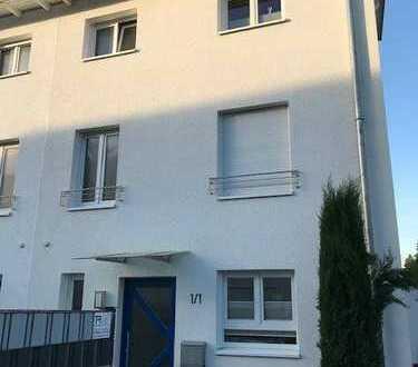 Tolle Doppelhaushälfte mit Dachterrasse und Einliegerwohnung in sehr guter Lage in Sandhausen!