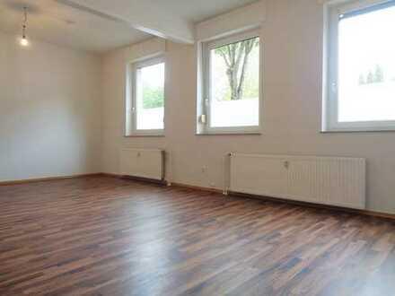 Renoviertes 1,5-Zimmer-Erdgeschossapartment mit viel Platz für Kreativität!