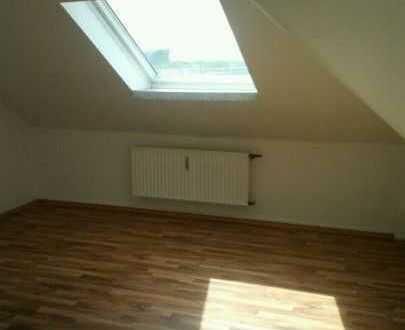 47 m² Whg ab 15.07.2020 - ,Einbauküche, kompl.renov. ,Granit,Laminat,Bad m. Fenster u.Badewanne