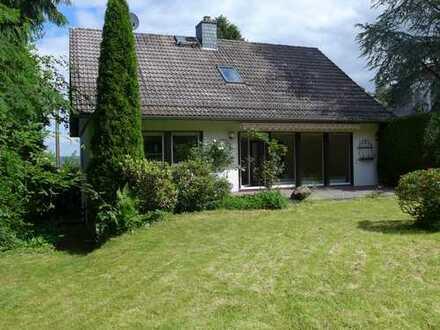 Freistehendes Haus mit ca. 240m² Wohnnutzfläche, 7 große Zimmer, 2 Tageslichtbäder! In Top-Lage!