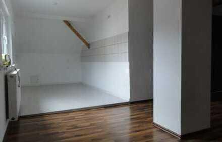 Schöne Dachgeschoss Wohnung in Auerbach