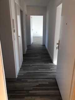 Frisch renovierte 3,5-Zimmer-Wohnung mit Balkon in Duisburg