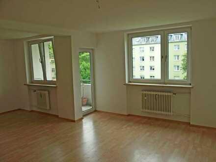 Nähe BMW/3 bzw. 4- Zimmer-Wohnung