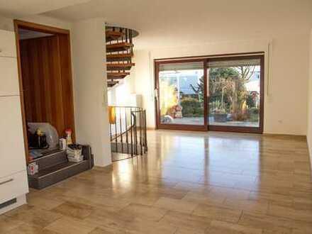 Schöne drei Zimmer Wohnung auf 2 Etagen in Stuttgart, Hoffeld