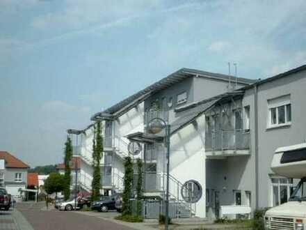 NEU! Moderne große 4,5 ZKB-LOFT-Wohnung (EG) mit Terrasse und Gartenanteil!