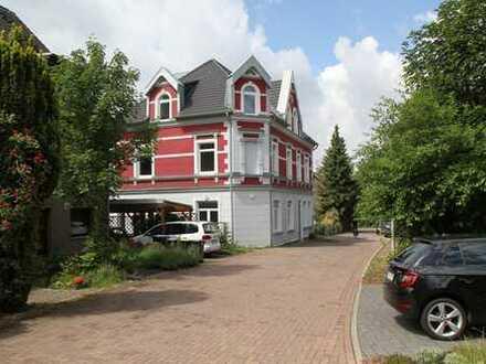 Schöne 2-Zimmer-Wohnung mit großer Dachterrasse in S/W-Lage in Mülheim-Holthausen/Grenze Heißen