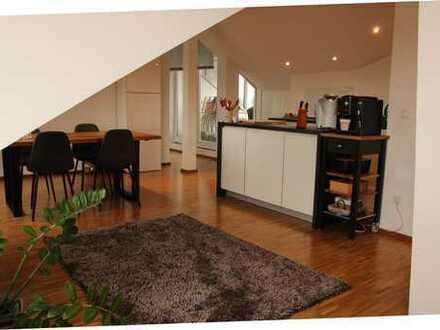 Exklusive, geräumige 2-Zimmer-DG-Wohnung mit Balkon und EBK in Mannheim