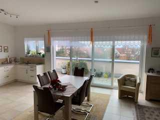 Helle, geräumige 2,5-Zimmer-Penthouse-Wohnung barrierefrei mit Dachterasse u. Balkon Igersheim