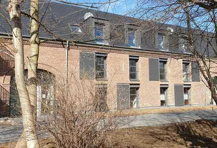 Exklusive Wohnung mit Küchen/Bad Interieur und überzeugendem Balkon im historischen Hofgut