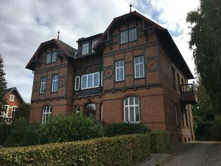 Vier Wohnungen: Luxuriöser Altbaucharme direkt am Harrl