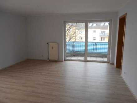 Schöne, frisch renovierte 3-Zimmerwohnung mit Balkon zu vermieten!