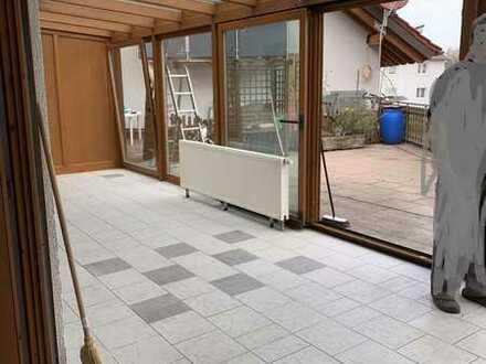 Geräumige 4-Zimmer-Wohnung mit großer Terrasse+Wintergarten