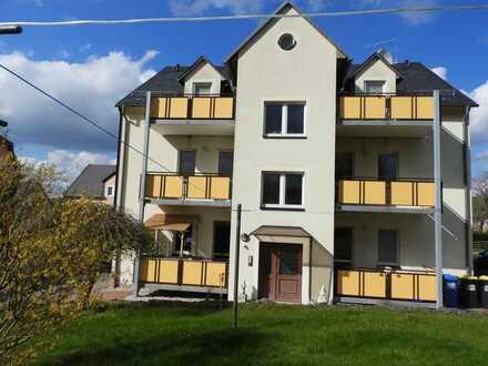 Modernisierte Wohnung mit zwei Zimmern und Balkon in Freiberg
