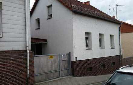 Im Herzen von Ober Ramstadt ! 2 Wohnungen mit grossem Balkon und Hof für Ihren PKW abzustellen !
