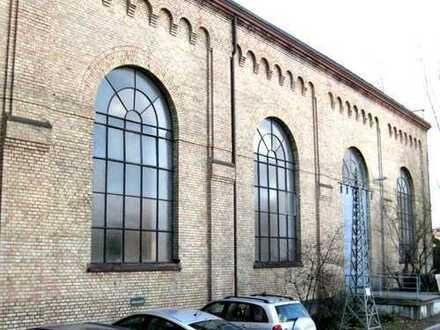 Denkmalschutz: Verwaltungsgebäude mit Halle