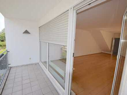 Haus im Haus: Helle, großzügige Maisonette-Wohnung mit 3 Balkonen in zentraler Lage in Eschborn
