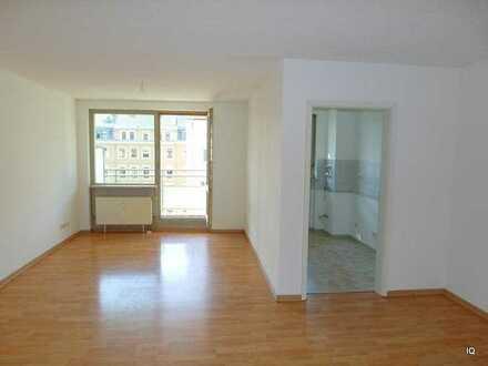 Ab September 2020: Freundliche 2-Zimmer-Wohnung m. schönem Balkon (Hofseite), sep. Küche & Badewanne