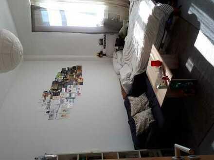 Zentrales, helles 15,7 m2 Zimmer in netter 2er WG/Wohnheimatmosphäre