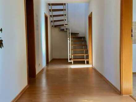 hübsche Dachgeschoßwohnung, frisch renoviert 😃 Sonderbonus für die ersten....