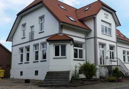Villenartige Immobilie in ländlicher Umgebung! Mit Nebengebäuden und großem Grundstück - auch für T