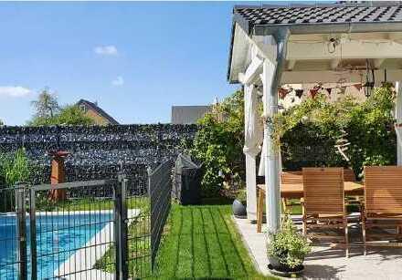 Hochwertiges freistehendes Einfamilienhaus in massiver Bauweise mit Pool