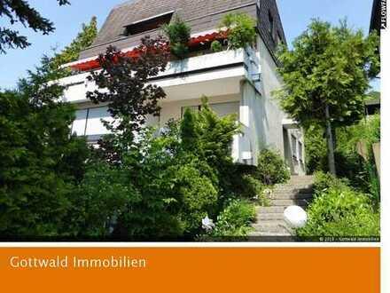 Beste Aussichtslage Esslingen Hegensberg: repräsentatives Architektenhaus mit Ausbaupotenzial!