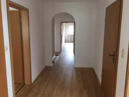 885 €, 108 m², 4 Zimmer,Küche,Bad,Gäste WC,Gartenanteil mit Pergola,Kellerraum