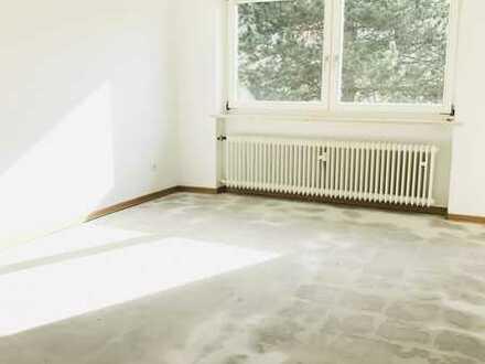WIR RENOVIEREN- FÜR SIE! 3-Zimmer Wohnung mit Balkon erstrahlt bald in neuem Glanz!